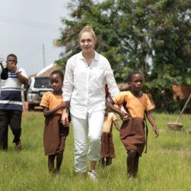 Gina Lückenkemper übernimmt Kinder-Patenschaft in Ghana