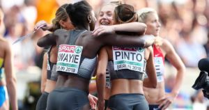 Gina Lückenkemper, Tatjana Pinto, Lisa-Marie Kwayie und Rebekka Haase jubeln über EM-Bronze über 4x100 Meter