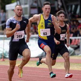 Auf dem Weg zur Bestzeit: Luis Brandner steigerte sich in Regensburg über 100 Meter auf 10,36 Sekunden.