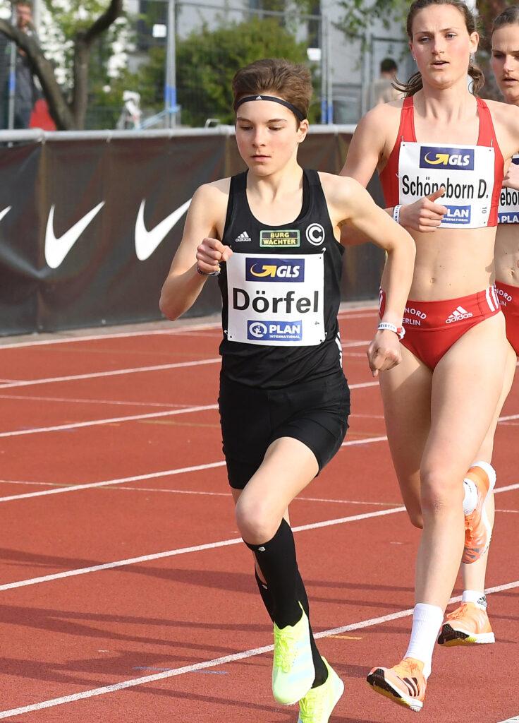 Langstrecklerin Blanka Dörfel (Trackteam BURG-WÄCHTER / SCC Berlin) bei der 10.000-Meter-DM in Mainz.