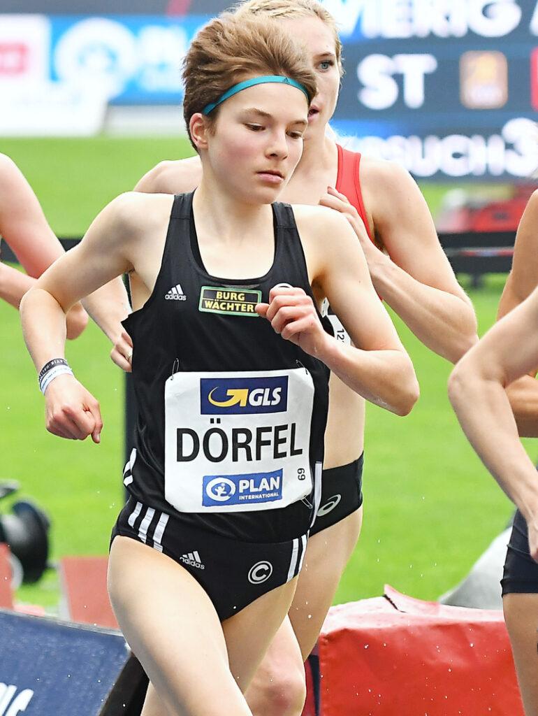 Blanka Dörfel vom Trackteam BURG-WÄCHTER läuft bei der DM in Braunschweig über 5000 m auf Platz sechs